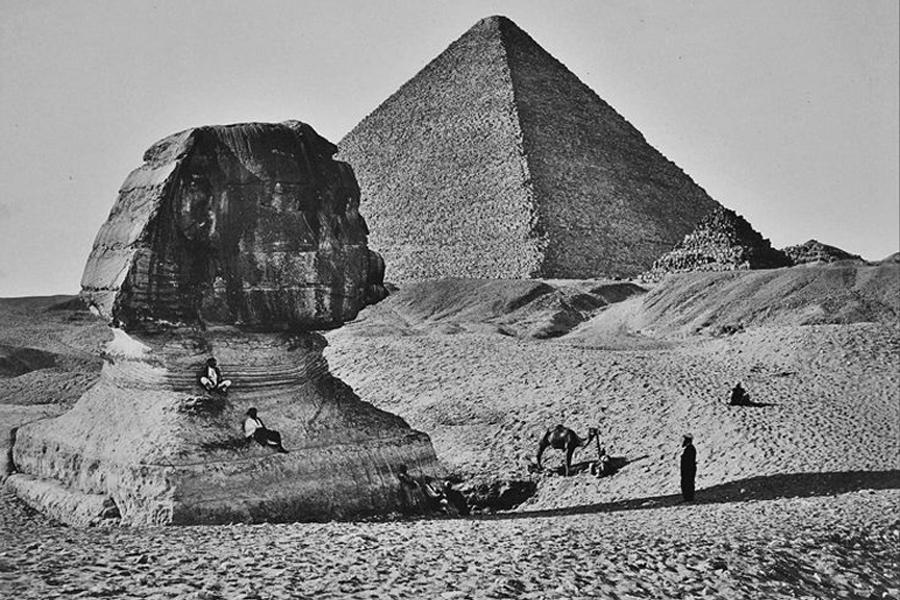 Pirámide y esfinge