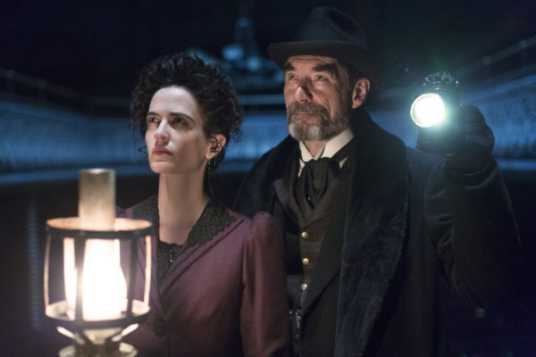 Eva Green as Vanessa Ives and Timothy Dalton as Sir Malcolm in Penny Dreadful (season 1, episode 8). - Photo:  Jonathan Hession/SHOWTIME - Photo ID:  PennyDreadful_108_0681